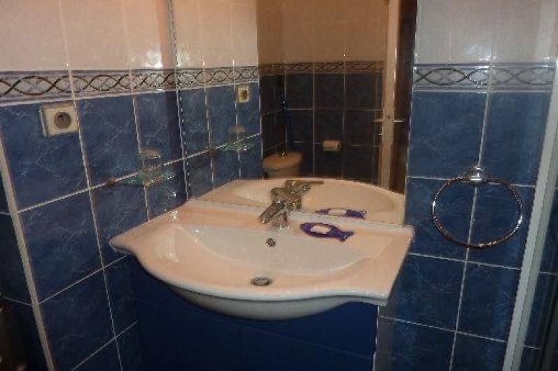 Location de vacances - Studio à Cavalaire-sur-Mer - Salle de bain