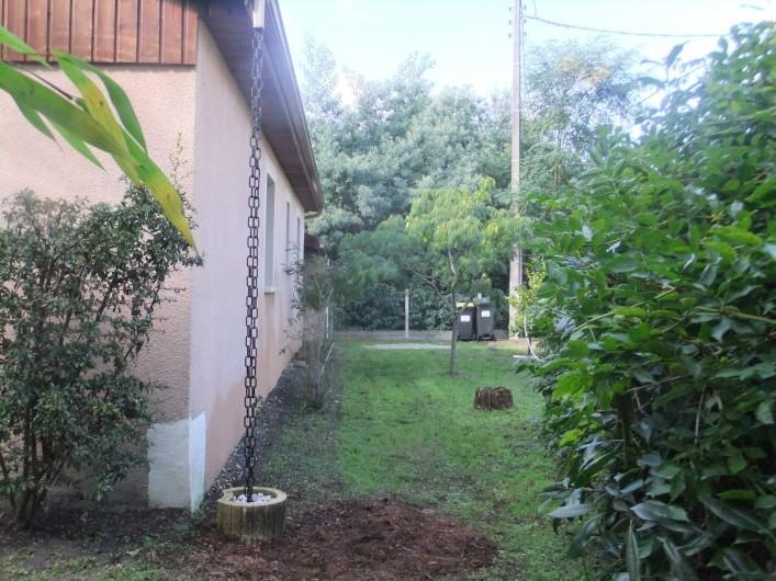 Location de vacances - Villa à Lacanau - jardin côté est
