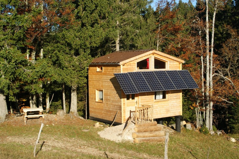 Location de vacances - Cabane dans les arbres à Bellecombe - En lisière de bois, cabane de 20 m2, pour 4 pers. maximum