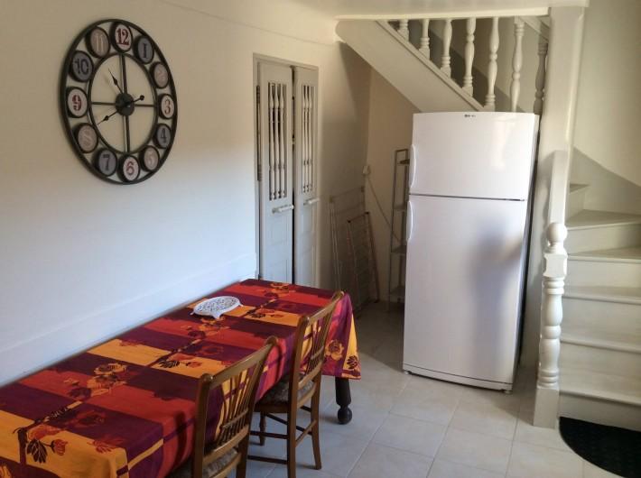 Location de vacances - Chalet à Saint-Martin-de-Brômes - coin repas dans la cuisine