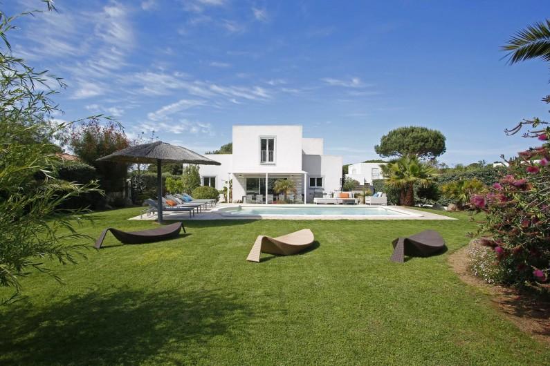 Location de vacances - Villa à Calvi - Villa individuelle avec piscine privée et grand jardin méditerranéen