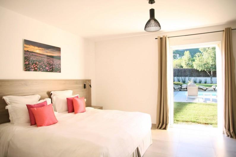 Location de vacances - Villa à Calvi - Chambre double avec accès jardin et piscine