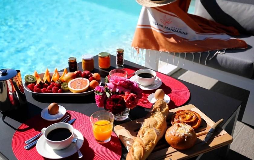 Location de vacances - Villa à Calvi - Service de petit-déjeuner directement sur la terrasse de votre villa