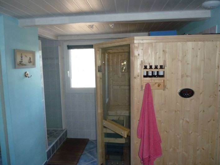 Location de vacances - Villa à Pélissanne - Salle de bains étage avec sauna