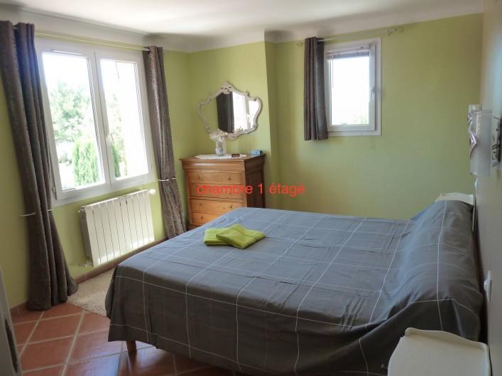 Location de vacances - Villa à Pélissanne - chambre étage sud ouest  Lit 160 avec climatisation