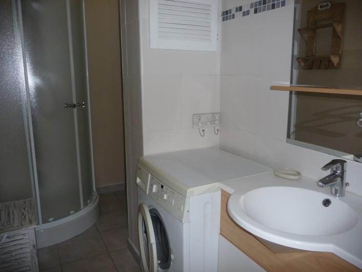 """Location de vacances - Gîte à Labastide-de-Lévis - Salle de douche """"Cocagne"""""""