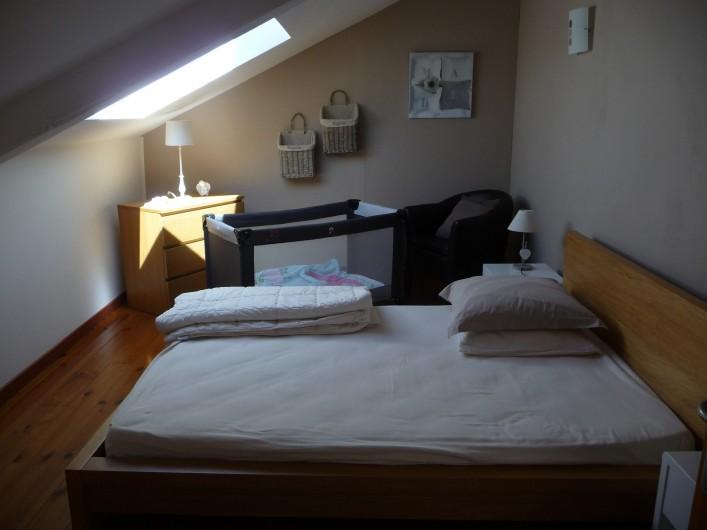 """Location de vacances - Gîte à Labastide-de-Lévis - Chambre 2 """"Cocagne""""  1er étage"""