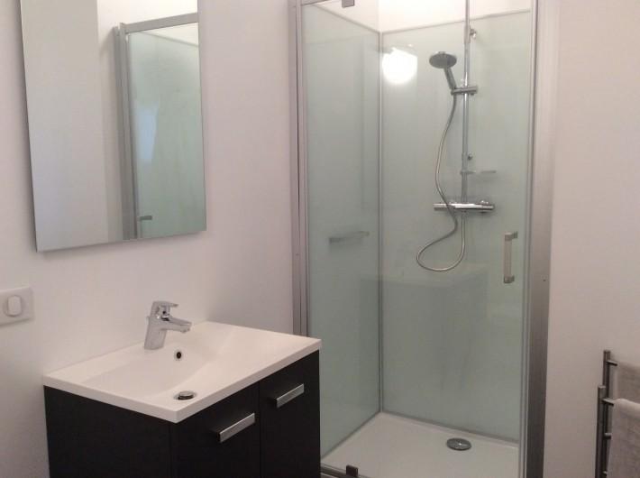 Location de vacances - Gîte à Vailhac - Salle de douche