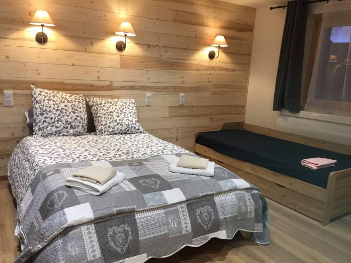 Location de vacances - Appartement à Sainte-Foy-Tarentaise - Chambre N°4 (1 lit double +1lit simple pour enfant)