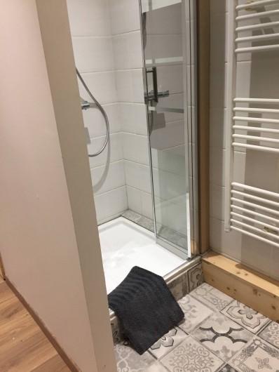 Location de vacances - Appartement à Sainte-Foy-Tarentaise - Salle de bain chambre N°4