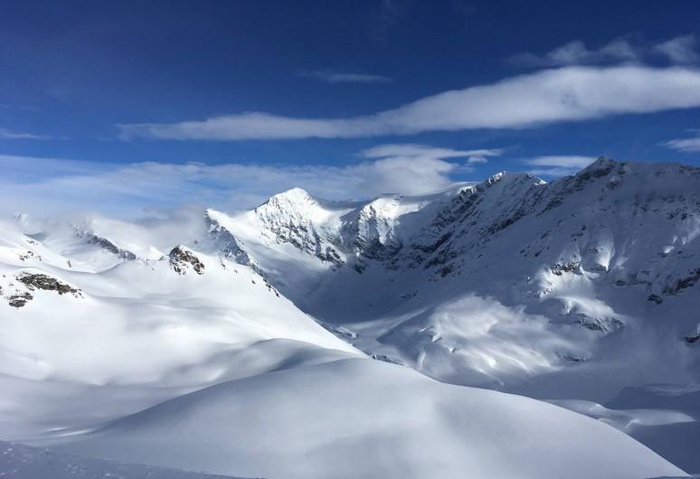 Location de vacances - Appartement à Sainte-Foy-Tarentaise - Vue sur la montagne en hiver