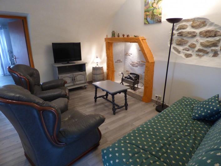 Location de vacances - Appartement à Mercuer - séjour salon