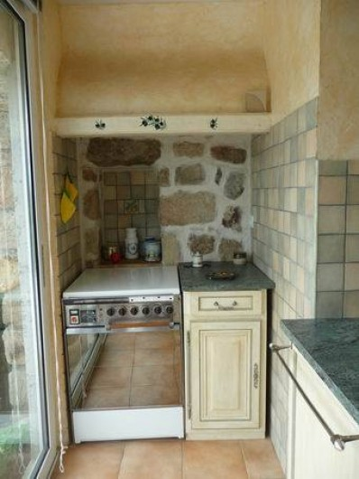 Location de vacances - Appartement à Mercuer - cuisine coin cuisson