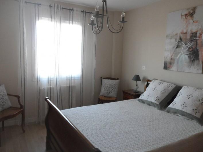 Location de vacances - Villa à Les Issambres - chambre lit 140 avec grands rangements