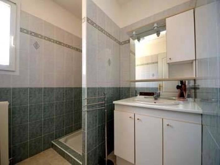 Location de vacances - Villa à Les Issambres - salle de bains étage, toilettes indépendantes