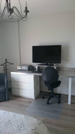 Location de vacances - Villa à Les Issambres - chambre parentale côté bureau