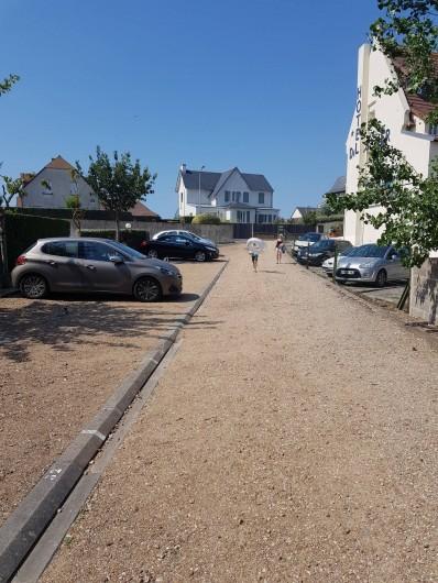 Location de vacances - Appartement à Blonville-sur-Mer - Parking privatif avec accès direct à la plage