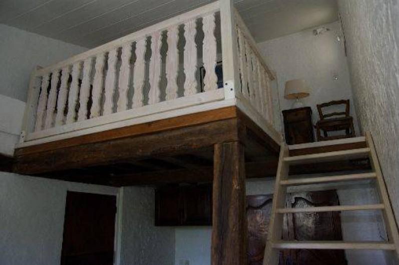 Location de vacances - Villa à Roquefort-les-Pins - Escalier mezzanine