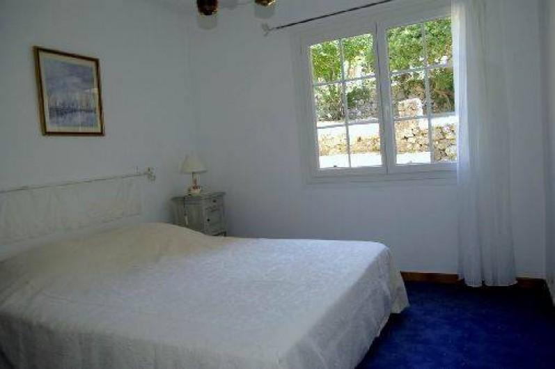 Location de vacances - Villa à Roquefort-les-Pins - Chambre 1 lit 2 places largeur 160 cm