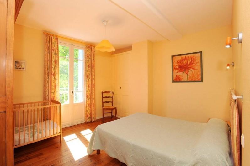Location de vacances - Gîte à Rigarda - la chambre au 1er étage  avec balcon