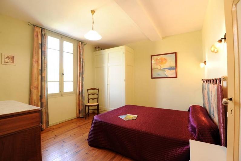 Location de vacances - Gîte à Rigarda - la chambre au 1er étage vu montagne
