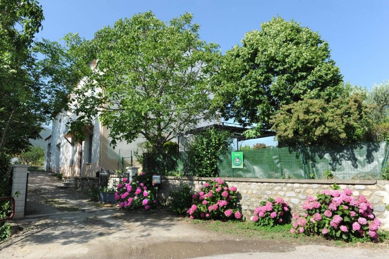 Location de vacances - Gîte à Rigarda - l'entrée du mas de l'estrade