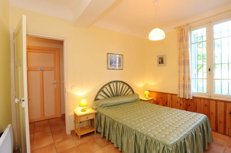 Location de vacances - Gîte à Rigarda - la chambre au rez de chaussée