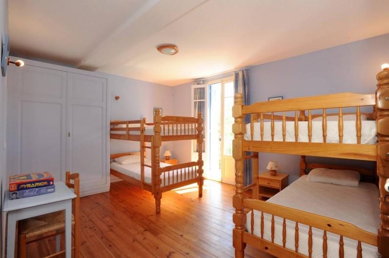Location de vacances - Gîte à Rigarda - la chambre des enfants  1er étage