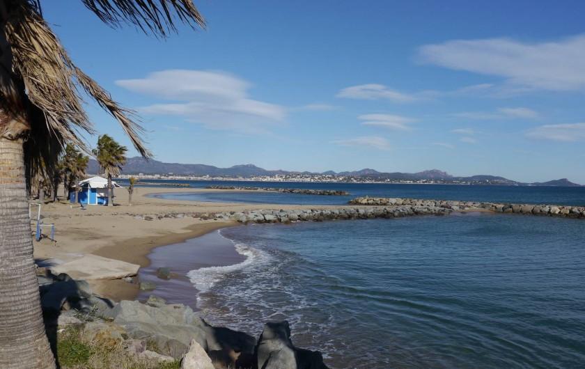 Location de vacances - Appartement à Saint-Aygulf - Se faire bronzer sur la plage