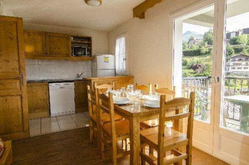 Location de vacances - Appartement à Saint-Gervais-les-Bains - Coin cuisine et salle à manger 3 pièces 6 personnes