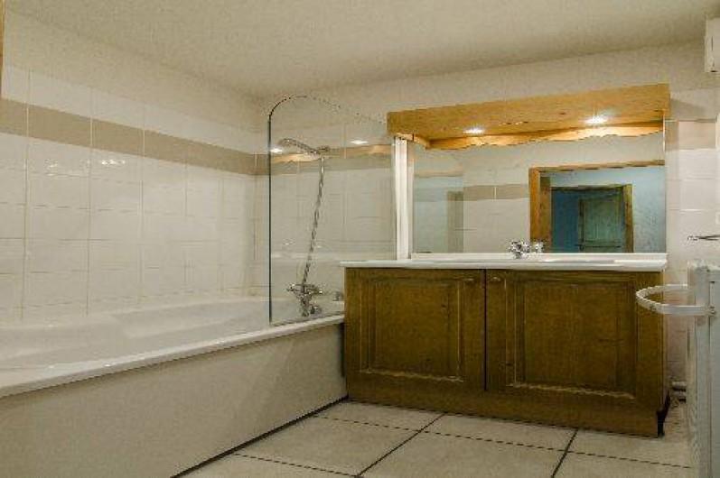Location de vacances - Appartement à Saint-Gervais-les-Bains - Salle de bain avec baignoire