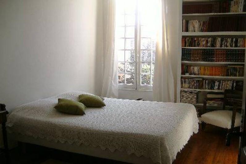 Location de vacances - Villa à Hyères - CHAMBRE 1 VUE SUR LE JARDIN