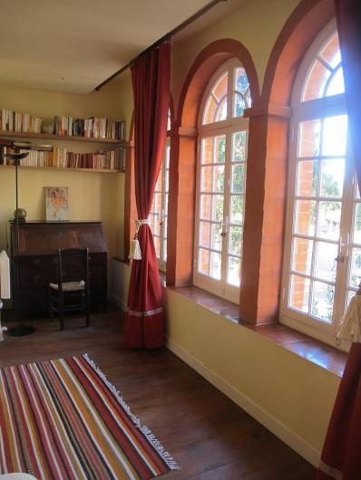 Location de vacances - Villa à Hyères - CHAMBRE 3 AVEC VUE SUR LA PLACE