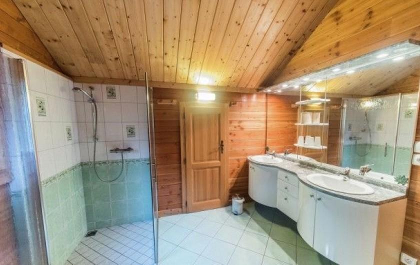 Location de vacances - Chalet à Anould - salle de bain étage