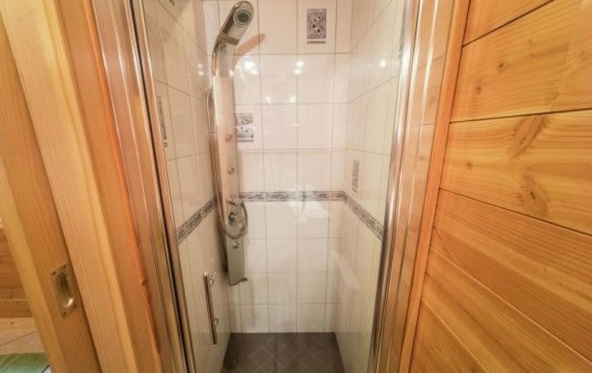 Location de vacances - Chalet à Anould - douche privative  chambre  rdv
