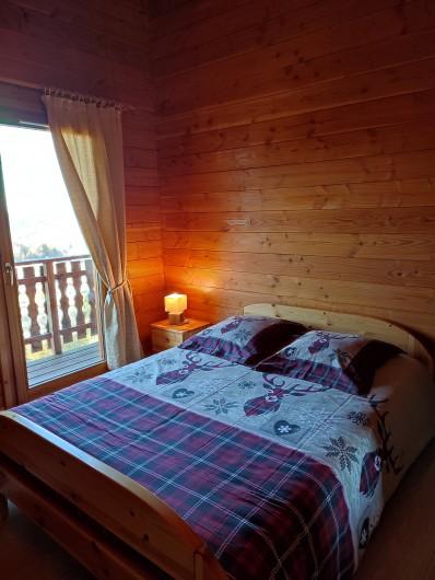 Location de vacances - Chalet à Anould - chambre étage avec balcon