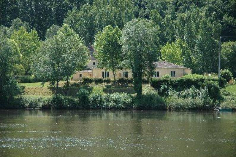 Location de vacances - Gîte à Badefols-sur-Dordogne - Gîtes Rêve de rive vus depuis la rivière