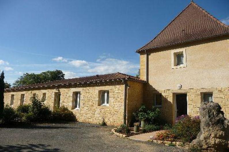 Location de vacances - Gîte à Badefols-sur-Dordogne - Entrée des gîtes côté parking