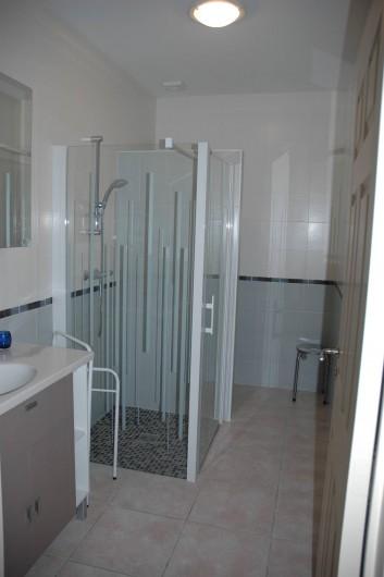 Location de vacances - Gîte à Badefols-sur-Dordogne - Salle d'eau de LA LONGERE