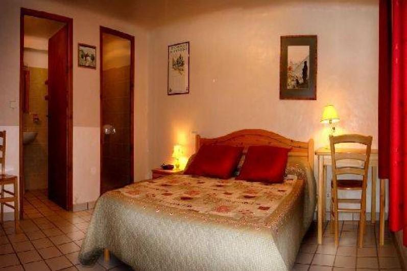 Location de vacances - Chalet à Champagny-en-Vanoise - Chambre rez de jardin  indépendante avec sa salle de douche et son WC