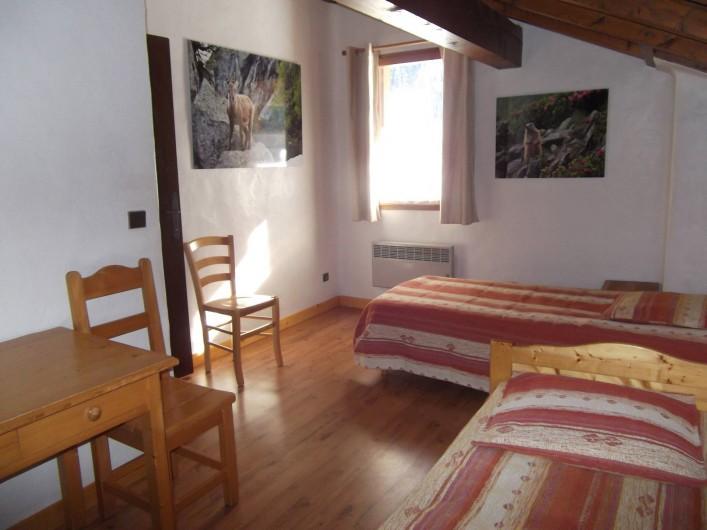 Location de vacances - Chalet à Champagny-en-Vanoise - Chambre à l'étage avec 2 lits de 90X200