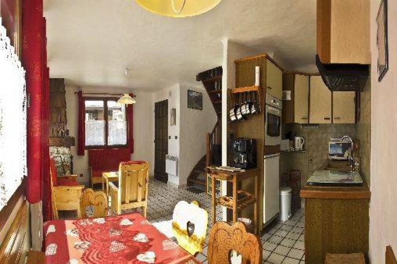 Location de vacances - Chalet à Champagny-en-Vanoise - vue d'ensemble du séjour avec cuisine ouverte