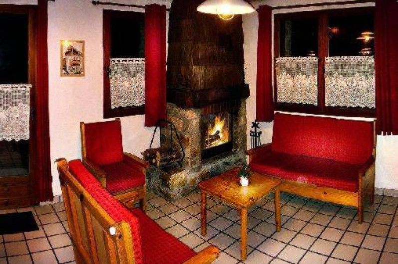 Location de vacances - Chalet à Champagny-en-Vanoise - coin salon avec cheminée