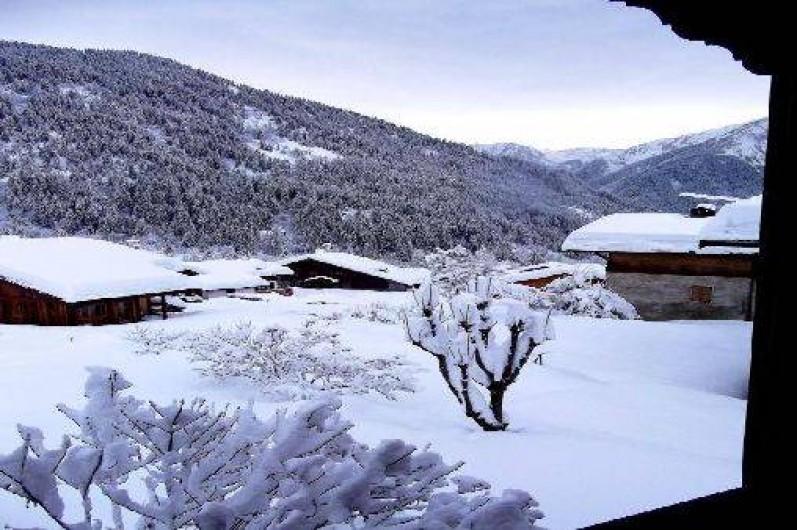 Location de vacances - Chalet à Champagny-en-Vanoise - Vue sud l' hiver depuis une chambre à l'étage