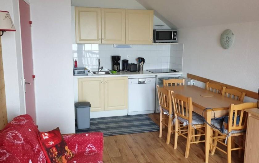 Location de vacances - Appartement à Valmeinier 1800 - Kitchinette équipée et salle à manger