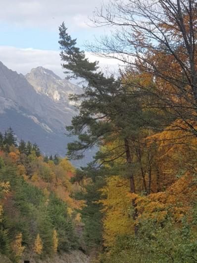 Location de vacances - Appartement à Valmeinier 1800 - vue panoramique automne