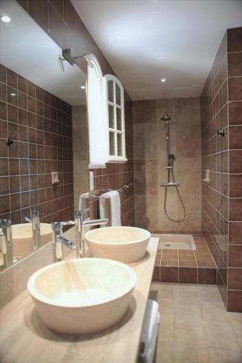 Location de vacances - Villa à Peymeinade - salle de bain RdC