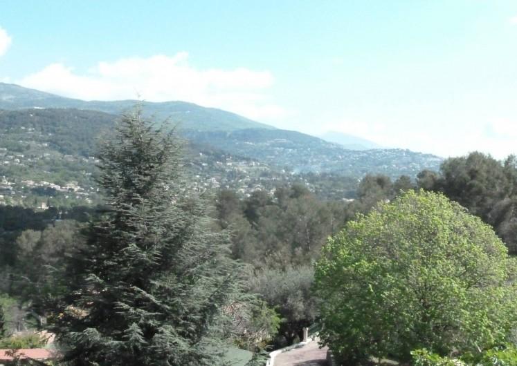 Location de vacances - Villa à Peymeinade - vue vers Grasse et l'arrière pays des chambres du 1er étage