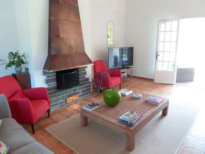 Location de vacances - Villa à Peymeinade - Salon vu de la Salle à manger