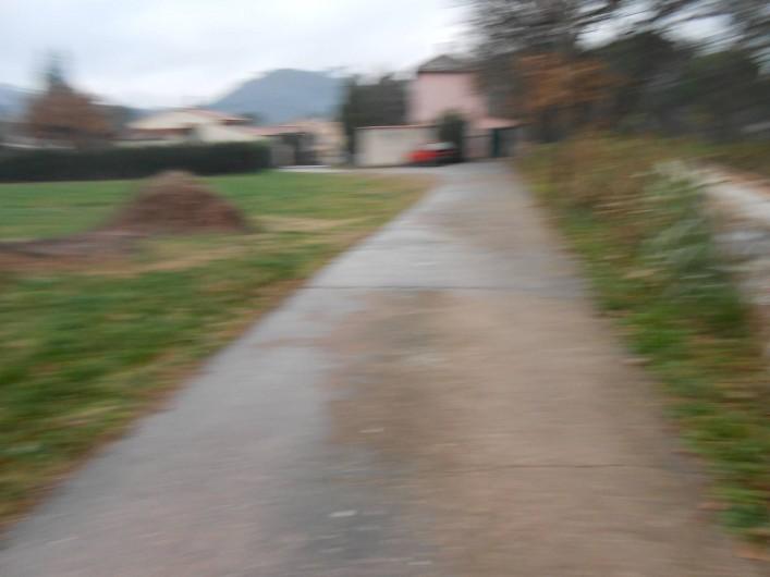 Location de vacances - Gîte à Vidauban - chemin privé d'arrivée a la maison